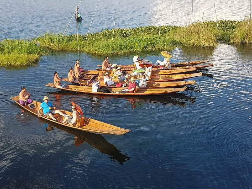 https://takemetomyanmar.com/wp-content/uploads/2019/07/Inle-canoe.jpeg